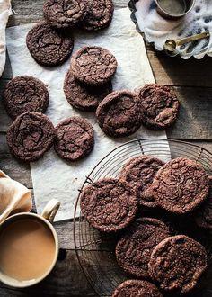 Chocolate Crinkle Cookies // topwithcinnamon.com