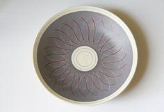 Mid Century Poole Pottery Freeform PRP Charger von FernHillRd