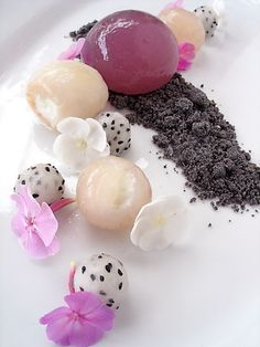 phlox-lychee shere,yogurt filled longan and lychee, dragon fruit, sweet black sesame soil,phlox