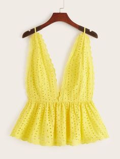 Cami Tops, Halter Tops, Halter Neck, Casual Skirt Outfits, Summer Outfits, Cute Outfits, Fashion News, Boho Fashion, Fashion Design