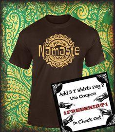 Playera Namasté!!! Saludo de India!!! Camisetas con Serigrafía!!! Variedad de colores!!! de ArteImMrAmA en Etsy