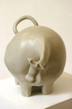 Pottery Sculpture, Bronze Sculpture, Sculpture Art, Ceramic Pottery, Ceramic Art, Slab Ceramics, Cute Clay, Clay Figures, Clay Animals