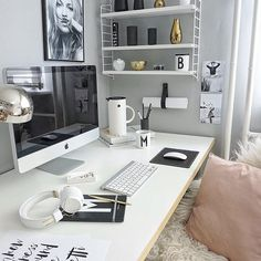 PAUSE ☕️...a quick break with lovely details . Kurze Pause mit tollen Details . #inspo#office#homeoffice#decoration#interior#myhome#living#white#grey#black#blush