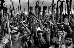 Sebastião Salgado. Trabalhadores sem terra, Brasil, 1996
