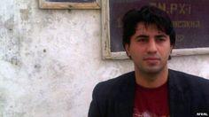 El famoso periodista Emin Huseynov buscado por las autoridades de Azerbaiyán se encuentra refugiado en la sede de la Embajada de Suiza en Bakú.