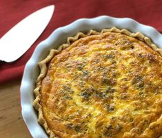 This Quiche Lorraine is absolutely delicious, creamy and packed with lovely ingredients. Also I have included step by step for a delicious light pie crust. Foccacia Recipe, Short Pastry, Quiche Lorraine Recipe, My Favorite Food, Favorite Recipes, A Food, Food And Drink, Flan Recipe, Homemade Pastries