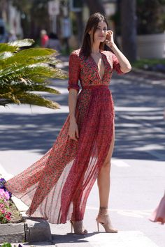 Isabeli Fontana style and fashion cannes Summer Outfits, Summer Dresses, Formal Dresses, Isabeli Fontana, Flowing Dresses, Bohemian Mode, Boho Fashion, Womens Fashion, Musa