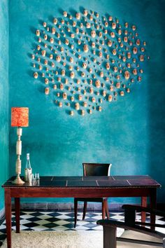 Brits Vanessa Branson and Howell James turned an old riad in Marrakech into a luxury boutique hotel, El Fenn. Art installation by Matt Bryans. Moroccan Design, Moroccan Style, Deco Turquoise, Turquoise Walls, Tadelakt, Boho Decor, Interior Inspiration, Interior And Exterior, Interior Design