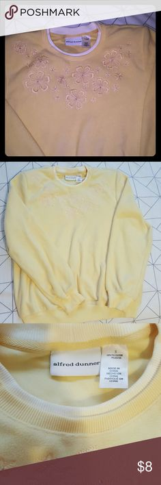 Lovely Alfred Dunner flower embroidered sweater Classic Alfred Dunner flower embroidered sweater Alfred Dunner Sweaters Crew & Scoop Necks