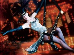 Nicole Kidman in Moulin Rouge, trapeze Moulin Rouge Film, Moulin Rouge Outfits, Satine Moulin Rouge, Le Moulin, Nicole Kidman Moulin Rouge, Opera Do Malandro, Romantic Films, Actrices Hollywood, Dita Von Teese