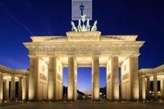 Berlin Brandenburger Tor - Ihr Immobilienmakler Berlin - follow us http://www.imcentra.de