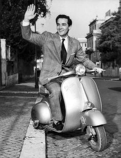 Is there a cooler two-wheeled ride than a Vespa? Clearly, we're just like celebrities, because the bold and the beautiful agree. Piaggio Vespa, Vespa Lambretta, Vespa Scooters, Vespa Motorbike, Vespa Vintage, Vintage Italy, Vintage Men, Old Photos, Vintage Photos