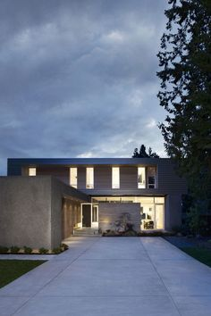 Built by Campos Leckie Studio in Surrey, Canada with date 2012. Images by Ema Peter. This project is conceived as a domestic landscape that blurs the boundary between interior and exterior space in a te...