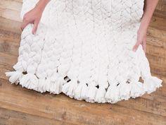 Tutorial DIY: Upcycling: Zrób dywan z polarowych koców przez DaWanda.com