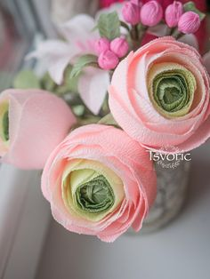 Tsvoric - мастер классы и идеи для творчества Tissue Paper Flowers, Cloth Flowers, Big Flowers, Paper Roses, Crepe Paper Crafts, Diy Paper, Paper Art, Chocolate Bouquet, Diy Bouquet