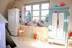Mor til MERNEE: Opdatering på pigernes værelse...