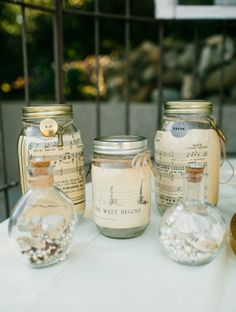 American Idol Winner Lee DeWyze Marries Jonna Walsh by Marianne Wilson Gallery - Style Me Pretty Mason Jars, Mason Jar Crafts, Table Vintage, Decor Vintage, Vintage Music, Vintage Paper, Music Themed Parties, Décor Antique, Diy Upcycling