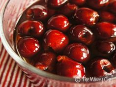 Homemade Maraschino Cherries: Ridiculously Easy and Unbelievably Good Use fresh cherries, or canned sour cherries, drained Cherry Recipes, Fruit Recipes, Sweet Recipes, Dessert Recipes, Pudding Desserts, Delicious Desserts, Just Desserts, Yummy Food, Fruit Dishes