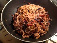 Chicken chow mein w/ teriyaki sauce and various veggies #asian #thai #chinese #wok #noodles || Click for recipe