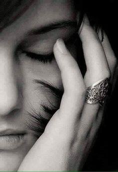 Çok acımasız suskunluklar vardır . Bütün kelimeleri öldürür. - Mehmet Deveci