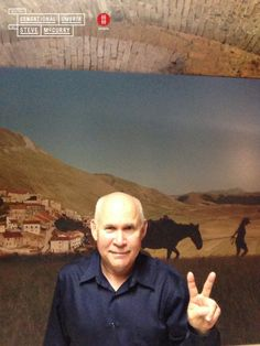 Steve McCurry is the protagonist of the #SelfieOfTheWeek! #SelfieOfTheYear #selfie #areaselfie #McCurry #SensationalUmbria #SU14 #pic #mostra #Fotografia #Photography #exhibition #Umbria #finger #fun