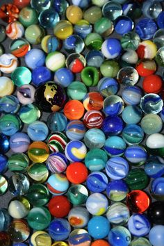 Mexican marbles the most of them Light Blue Aesthetic, Marbles Images, Marble Pictures, Spiritual Decor, Marble Games, Heart In Nature, Marble Art, Old Games, Glass Marbles