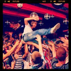 Crowd Surfing! DJ Maarten van Bokhoven & MC Steef Badenbroek
