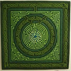 Irish Inspiration, Celtic labyrinth - Jour de Semaine Charges by Gyöngyi Váradi, seen at the Hungarian Patchwork Society.