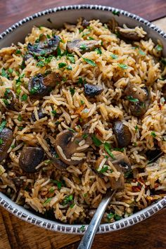 Quick and easy one-pan mushroom rice! A simple side dish that's great with so many meals! Mushroom Rice, Mushroom Recipes, Veggie Recipes, New Recipes, Side Dish Recipes, Rice Recipes, Cooking Recipes, Risotto Recipes, Recipies