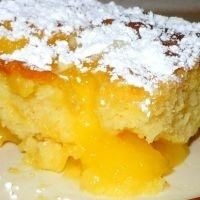 Lemon Lava Cake - If you like lemon, this is the cake for you! Lemon Lava Cake  it's super easy!!
