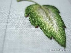 Brazilian Embroidery Tutorial 16 Tutorials for all kinds of hand embroidered leaves from simple to complex: Silk Ribbon Embroidery, Crewel Embroidery, Embroidery Applique, Cross Stitch Embroidery, Embroidery Patterns, Machine Embroidery, Stitch Patterns, Medieval Embroidery, Embroidery Software