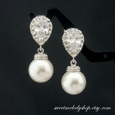 Bridal party earring