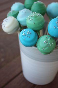 blue and green cake pops Cake Pops Recept, Blue Cake Pops, Sheep Cupcakes, Yummy Treats, Sweet Treats, Macaron Cake, Cake Recipes, Dessert Recipes, Pastel Cakes