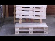 Diy Furniture Couch How To Build - New ideas Diy Furniture Couch, Pallet Garden Furniture, Pallet Furniture Tutorial, Furniture Ideas, Arte Pallet, Palette Deco, Pallet Sofa, Pallet Benches, Wood Pallets