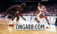 Allen Iverson battles Michael Jordan in one of his career highlights. Iverson recently retired this year. Iverson and Jordan went on to have their own sneaker lines, which broke records for Reebok and Nike. Basketball Moves, Basketball Legends, Basketball Players, Bulls Basketball, Basketball Stuff, Basketball Pictures, Michael Jordan, Penny Hardaway, Batman Robin