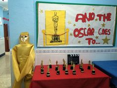 OUR ENGLISH CLASS: And the oscar goes to .... ( Display)