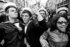 25 de Abril de 1974, nas ruas de Lisboa. A Revolução dos Cravos que derrubou a ditadura, em Portugal / 25th April 1974 in the streets of Lisbon. The Carnation's Revolution overthrew the dictatorship in Portugal.