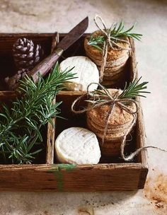 Biscuit Recipe, Kraut, Wicker Baskets, Biscuits, Cooking Recipes, Friends, Decor, Yogurt, Winter Christmas