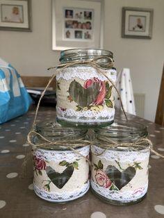 Crafts With Glass Jars, Mason Jar Crafts, Bottle Crafts, Lace Mason Jars, Mason Jar Lids, Burlap Crafts, Diy Home Crafts, Bottles And Jars, Glass Bottles