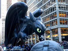 ELF ON THE SHELF y BOB ESPONJA. DESFILE DE MACY'S EN BROADWAY, MANHATTAN, NUEVA YORK. FOTO POR ARTUR CORAL /IPITIMES.COM. 28 NOV 2013. (703×528)