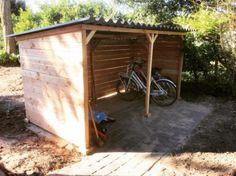 Hier kunt u uw fietsenhok eenvoudig samenstellen, bestellen en op maat laten maken. U heeft de keuze uit twee soorten hout, golfplaat en uit twee maten.