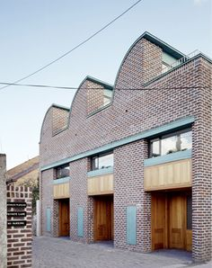 3 Mews Houses - Projects - de Blacam and Meagher Architects Arch Building, Building Exterior, Dublin, Mews House, Brick Detail, Modern Architecture Design, House With Porch, Facade House, Exterior Design