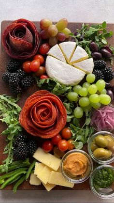 Party Snacks, Appetizers For Party, Appetizer Recipes, Party Food Ideas, Toothpick Appetizers, Gourmet Appetizers, Charcuterie Recipes, Charcuterie And Cheese Board, Charcuterie Vegan