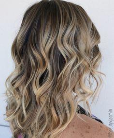 Balayage. ❤️ #blonde #balayage #ombre #sandyblonde #dirtyblonde #summerhair #beachwaves #handpainted #dimensional #hair #inspo #ash #blonde