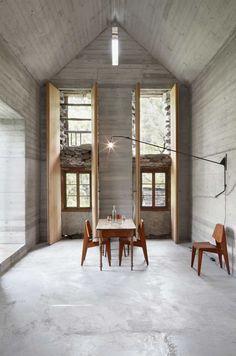 Nowoczesne wnętrze 200-letniej drewnianej chaty