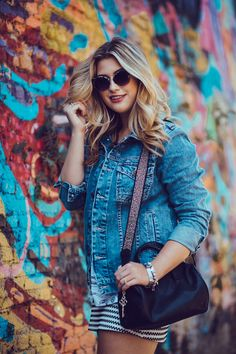 Photography Poses Women, Outdoor Photography, Graffiti Girl, Girls Status, Photo Portrait, Western Girl, Foto Pose, Creative Photos, Modern Outfits