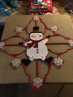 Outdoor Christmas Decorations, Christmas Centerpieces, Diy Christmas Ornaments, Homemade Christmas, Diy Christmas Gifts, Christmas Projects, Holiday Crafts, Christmas Wreaths, Christmas Crafts