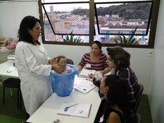 Curso de Cuidados com Bebês - Praticando Ofurô (Banho de Balde)
