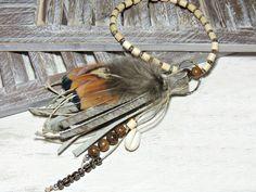 Taschenanhänger - Taschenbaumler - KUHFELL - FEDER - HOLZPERLEN - - ein…