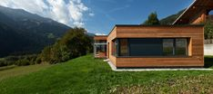 pedit & partner architekten Style At Home, Partner, Exterior, Cabin, House Styles, Home Decor, Patio, Wood Facade, Solar Shades
